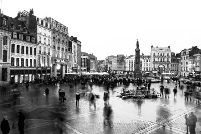 Jobs in Lille - place noir et blanc