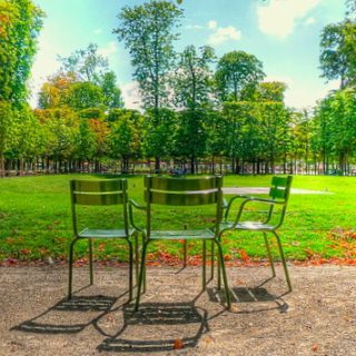 chairs in the park (au parc)