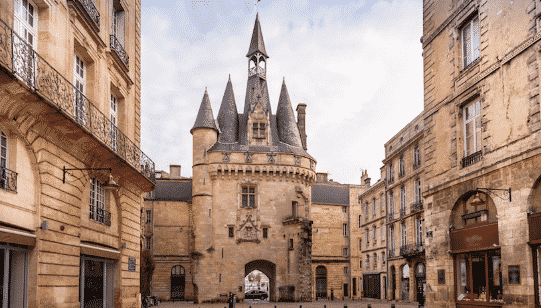 Discover Porte Cailhau Bordeaux thanks to our English-speaking jobs