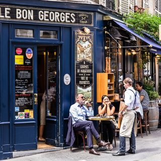 How to find a Waiter Job in Paris ?